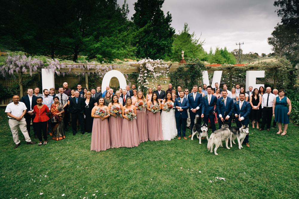 wedding guests love sign